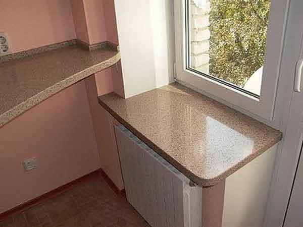 Недорогой подоконник из камня для вашей кухни