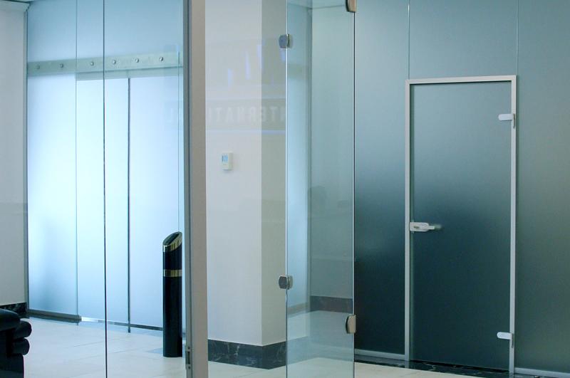 стеклянные двери для офиса